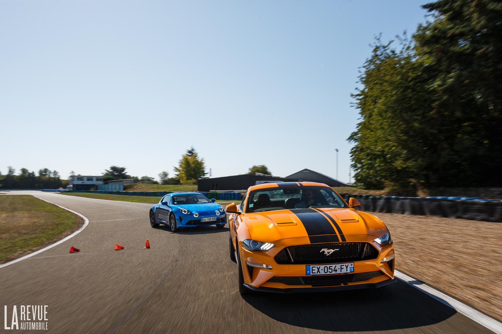Comparatif Alpine-A110-VS-Ford-Mustang