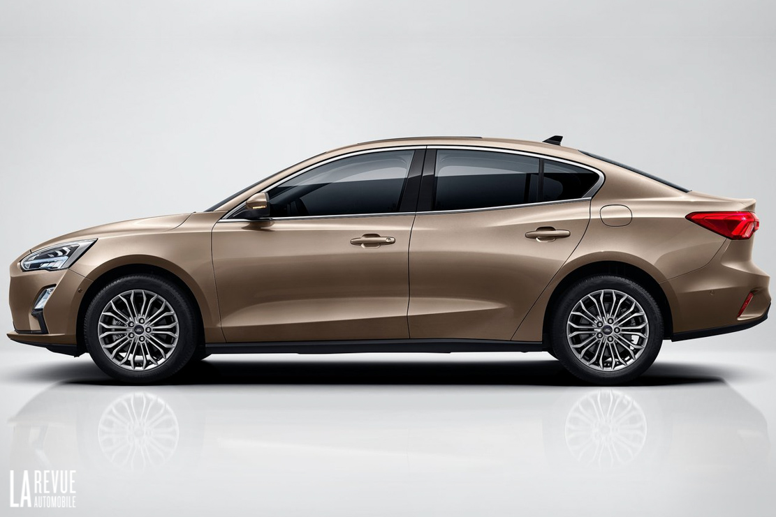 Exterieur_Ford-Focus-Berline-2018_2