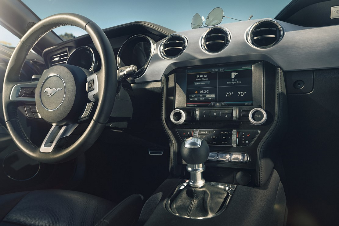 Interieur_Ford-Mustang-2015_13