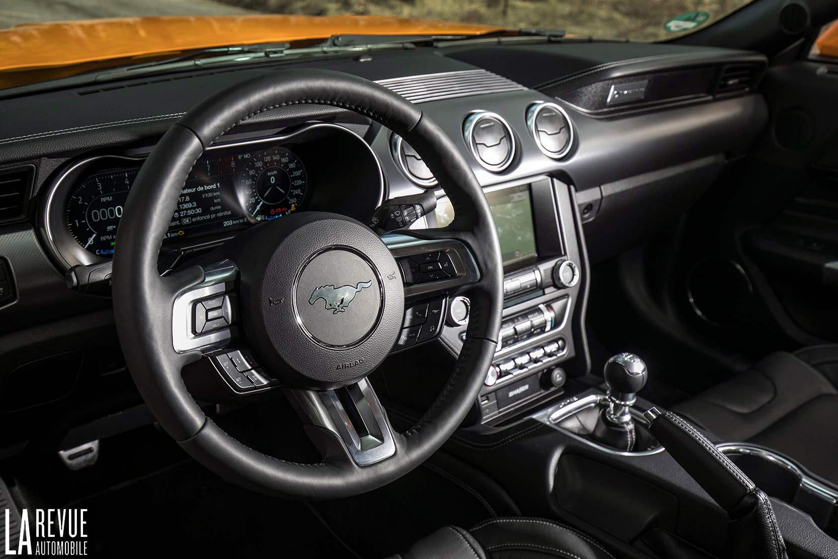 Interieur_Ford-Mustang-GT-2018_26