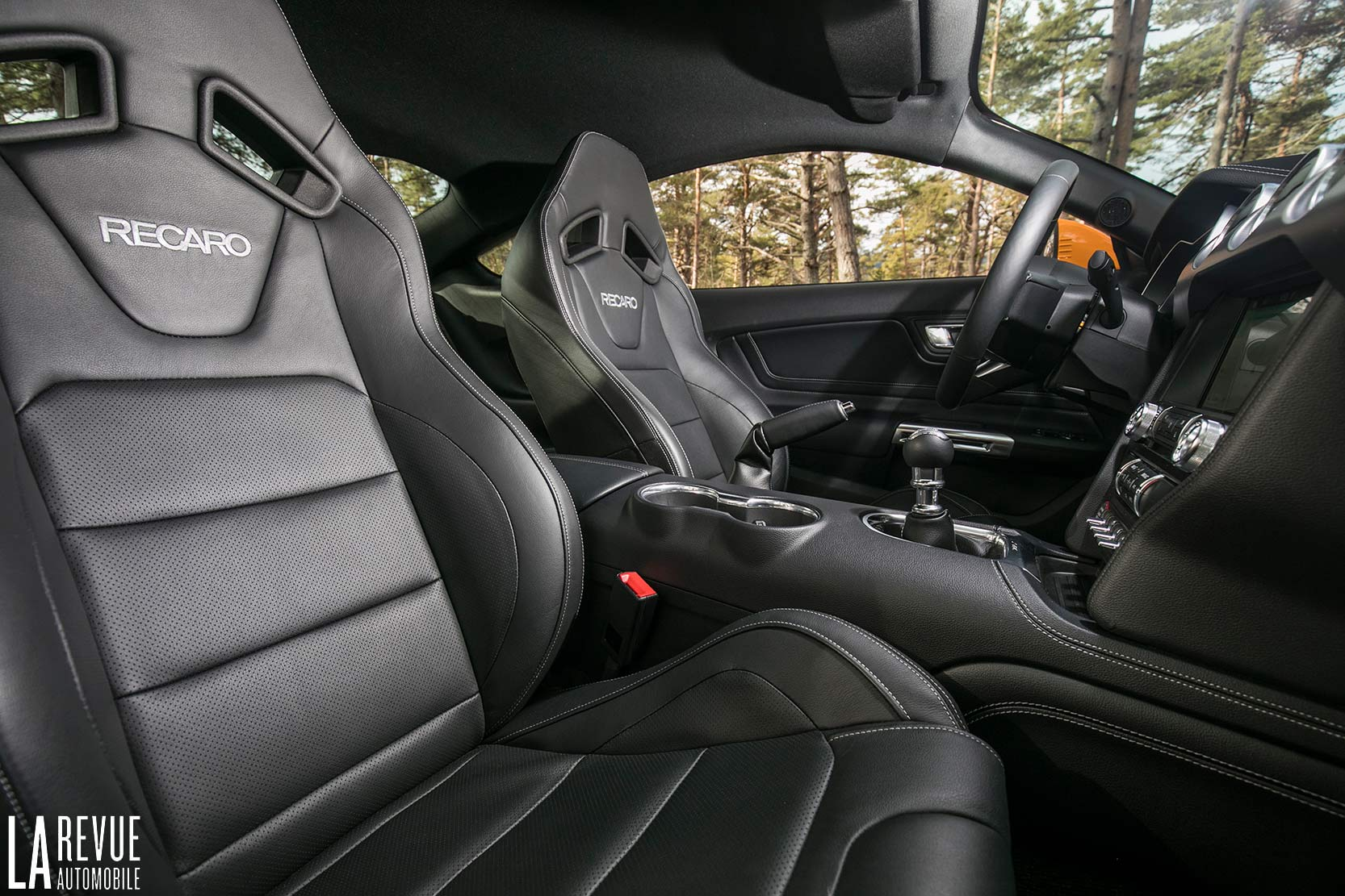Interieur_Ford-Mustang-GT-2018_34