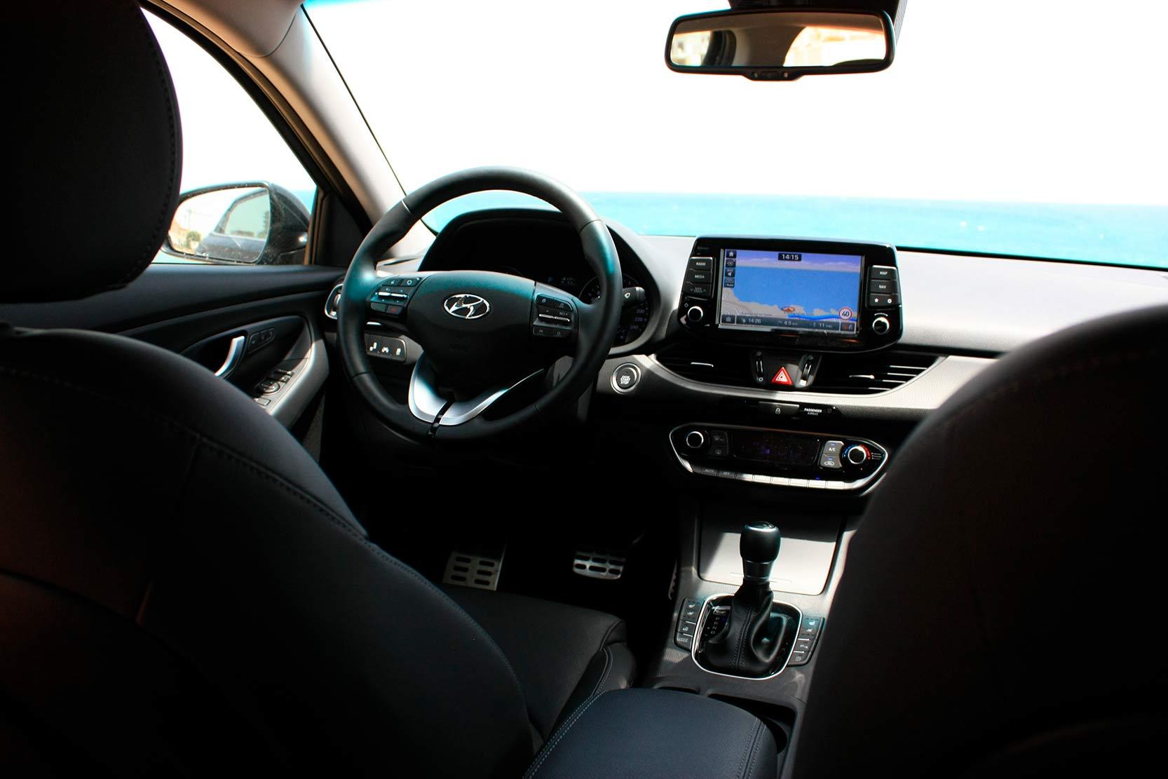 hyundai i30 fastback interieur