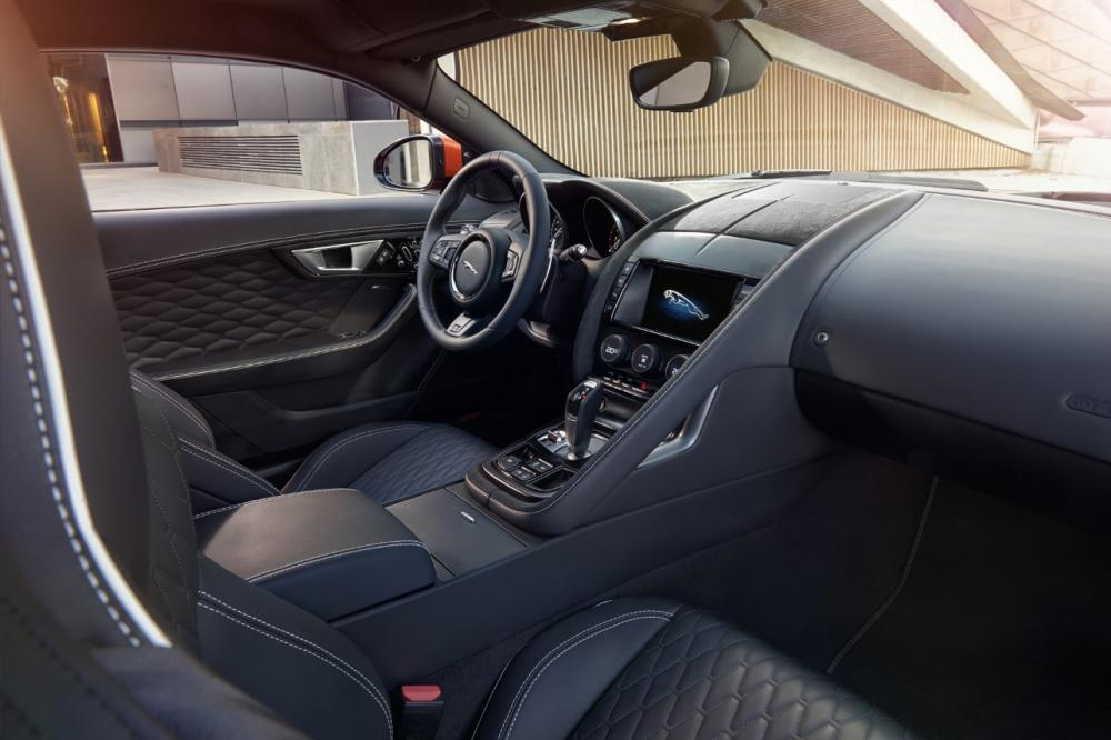 Interieur_Jaguar-F-Type-SVR_25