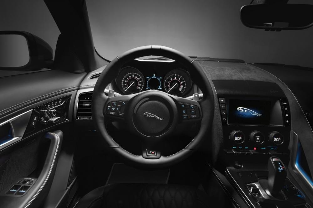 Interieur_Jaguar-F-Type-SVR_26