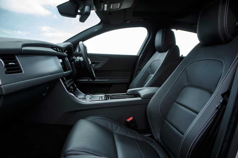 Interieur_Jaguar-XF-30d_0