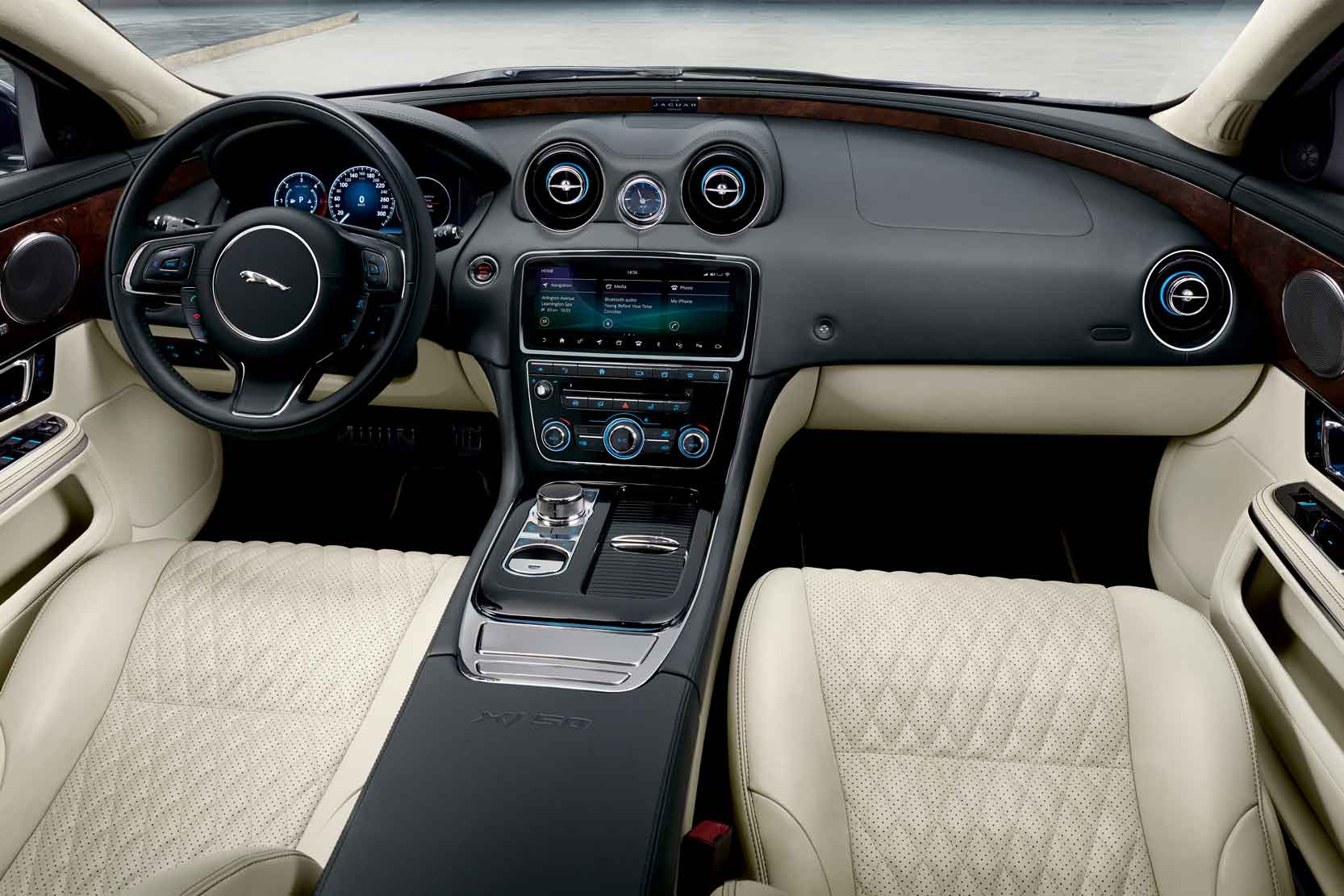 Interieur_Jaguar-XJ50_10