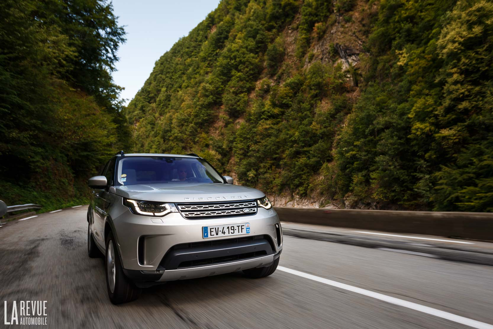 Exterieur_Land-Rover-Discovery-SD4-HSE-Luxury_17