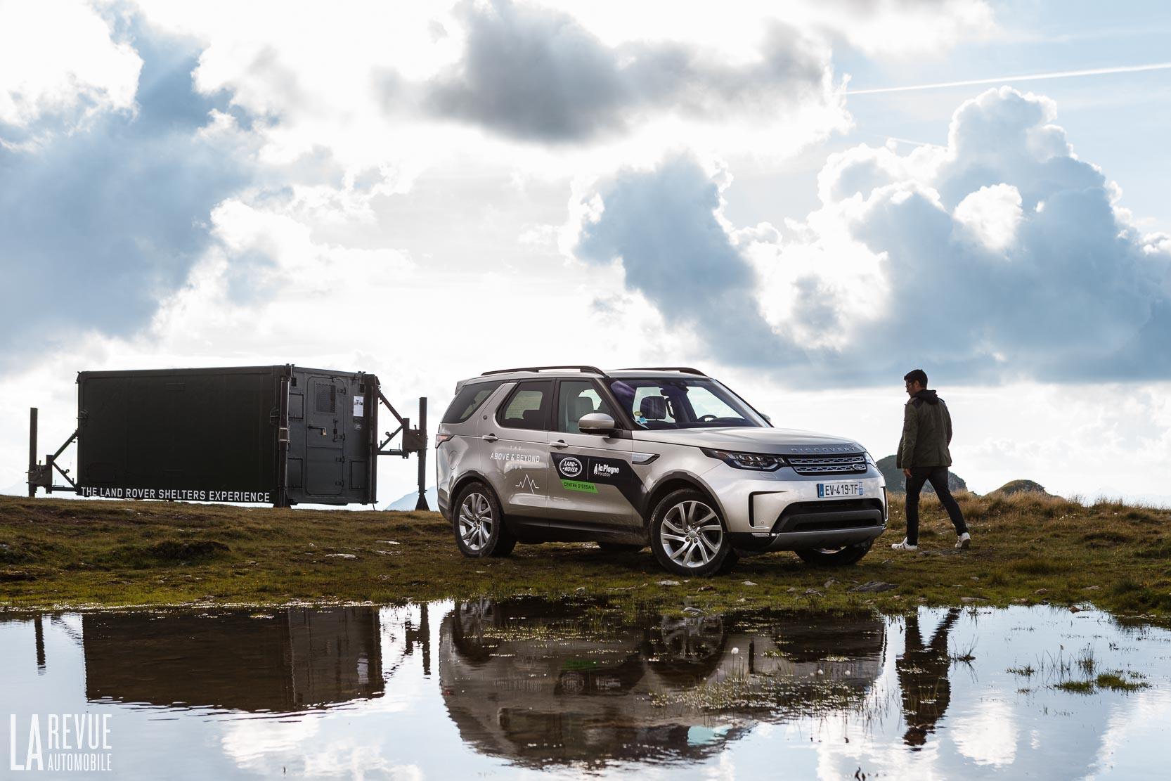 Le Land Rover Discovery proche du glacier de La Plagne