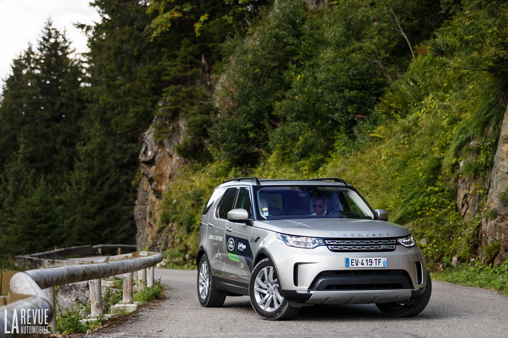 Exterieur_Land-Rover-Discovery-SD4-HSE-Luxury_9