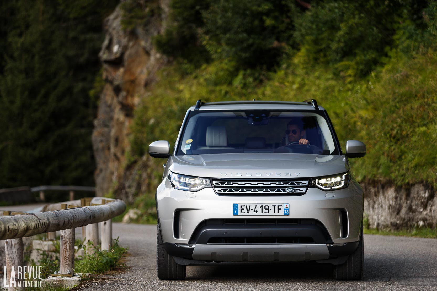 Exterieur_Land-Rover-Discovery-SD4-HSE-Luxury_40