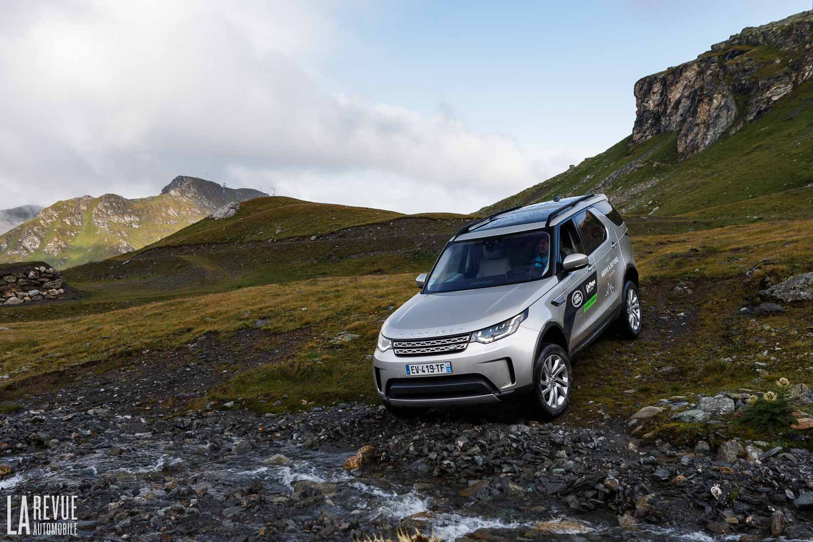 Exterieur_Land-Rover-Discovery-SD4-HSE-Luxury_28