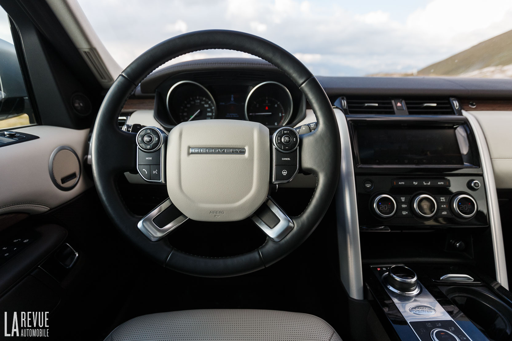 Interieur_Land-Rover-Discovery-SD4-HSE-Luxury_54