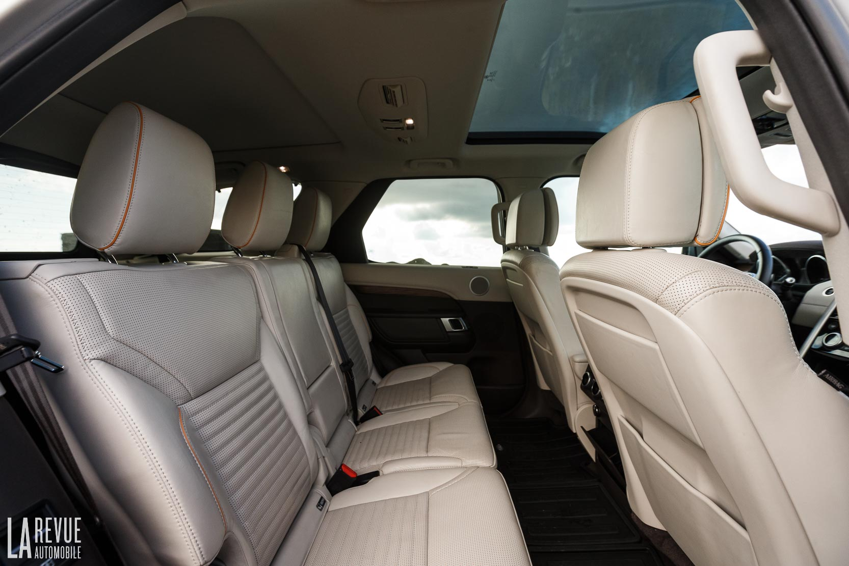 Interieur_Land-Rover-Discovery-SD4-HSE-Luxury_45