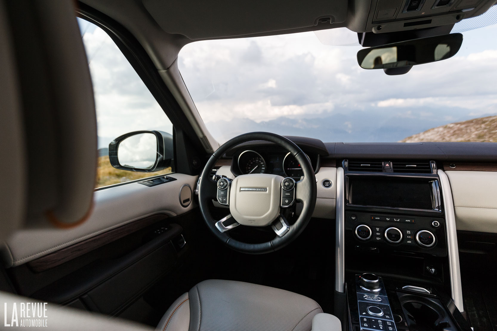 Interieur_Land-Rover-Discovery-SD4-HSE-Luxury_56