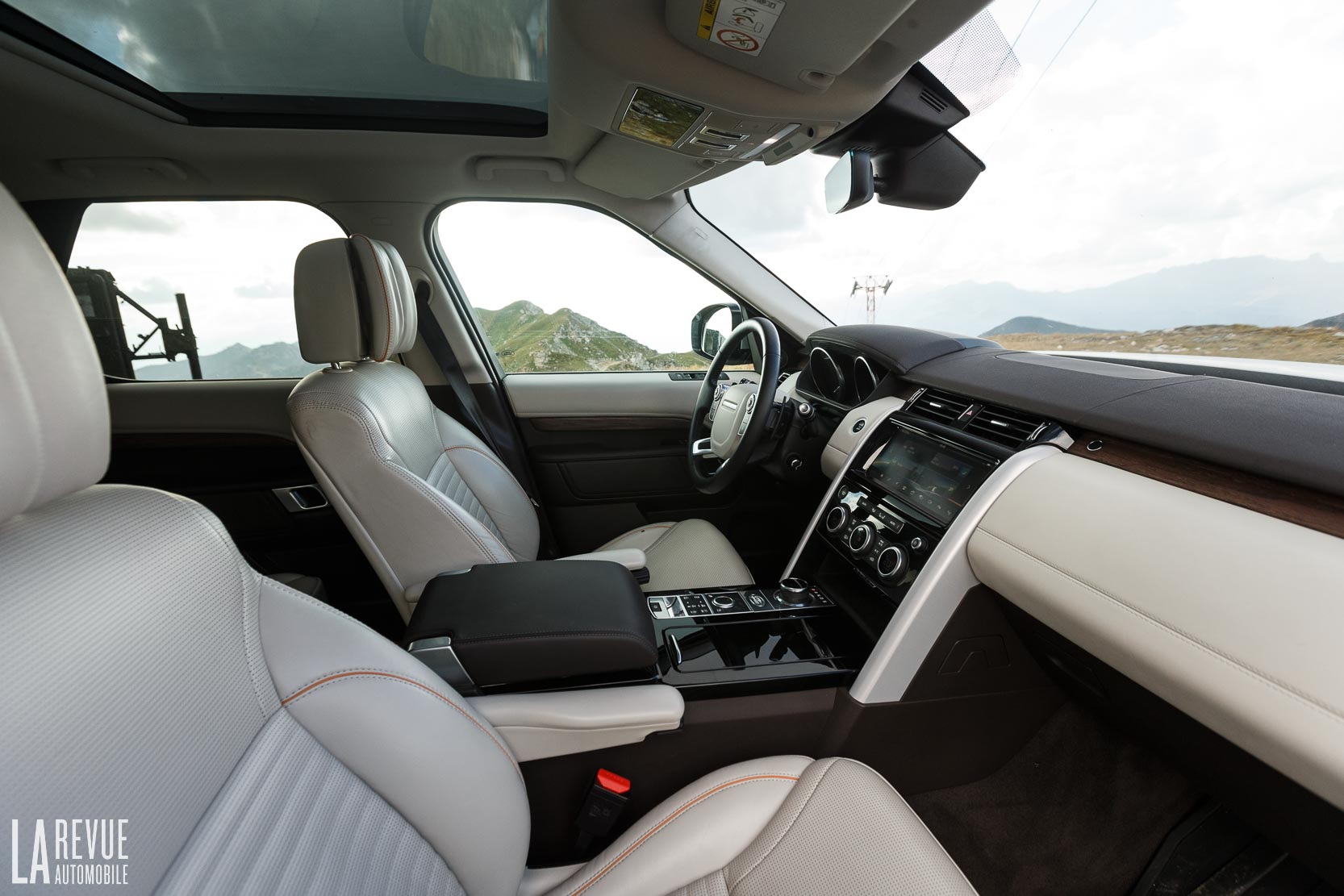 Interieur_Land-Rover-Discovery-SD4-HSE-Luxury_57