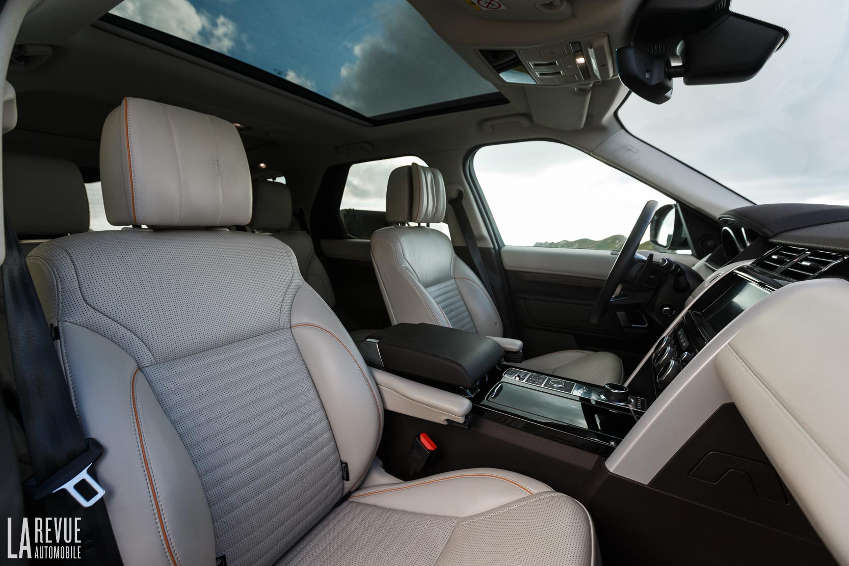 Interieur_Land-Rover-Discovery-SD4-HSE-Luxury_53