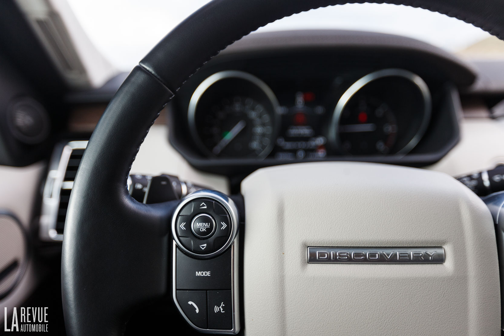 Interieur_Land-Rover-Discovery-SD4-HSE-Luxury_47