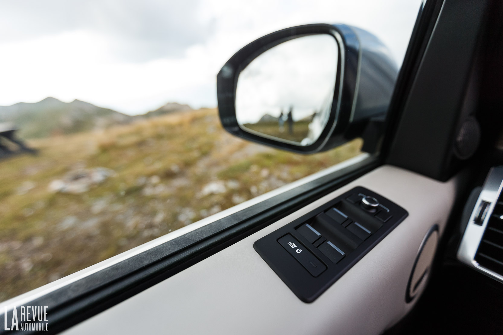Interieur_Land-Rover-Discovery-SD4-HSE-Luxury_50