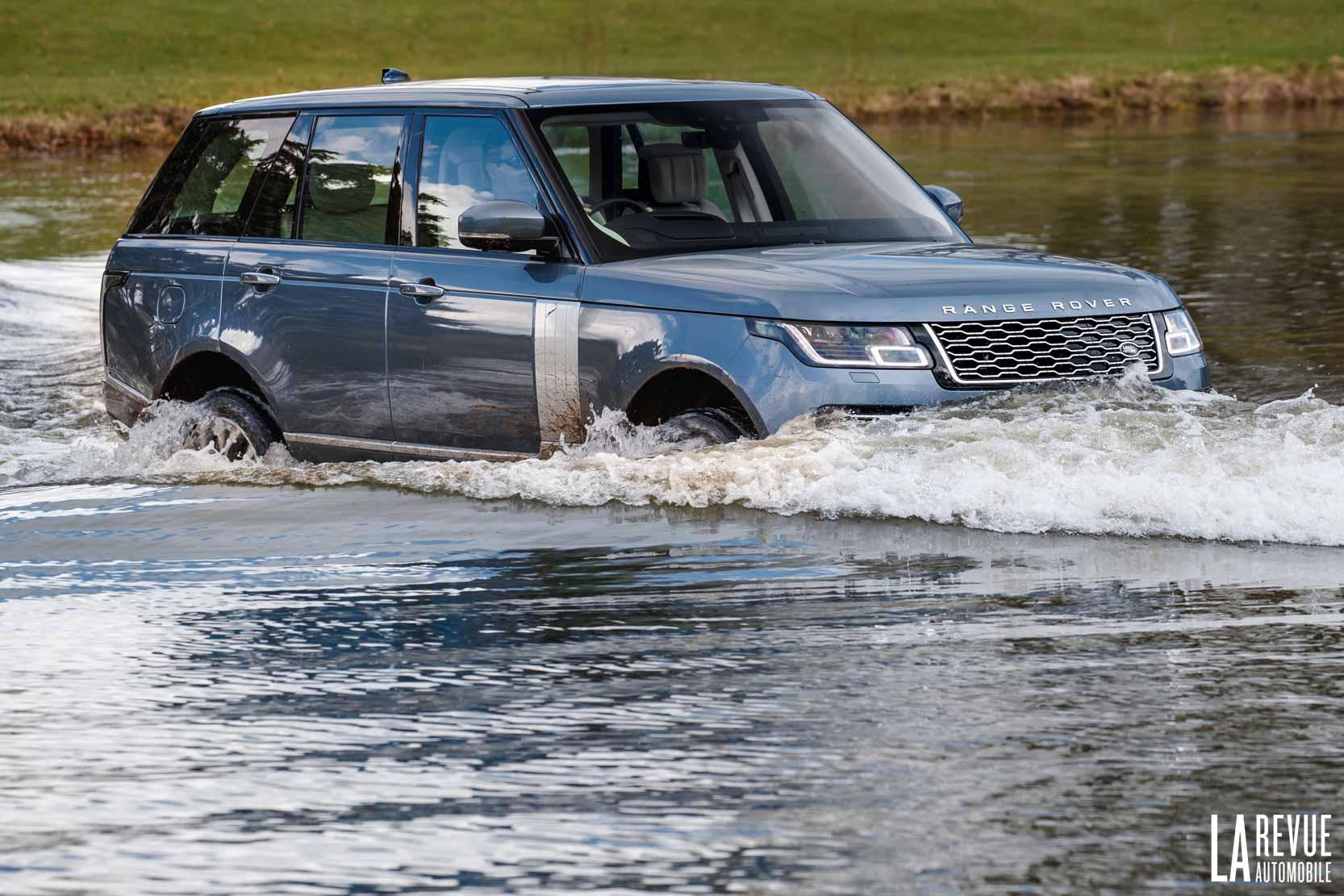 Fra,chissementd e gué avec le Range Rover P400e Hybride essence