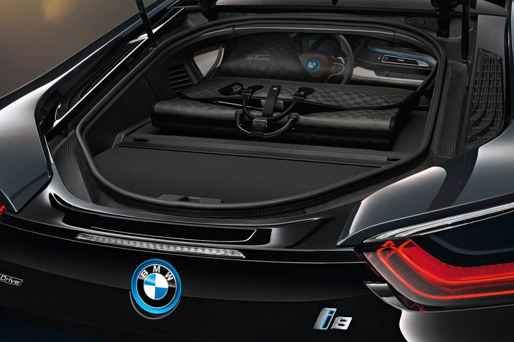 Exterieur_LifeStyle-Bagage-Louis-Vuitton-Bmw-i8_3