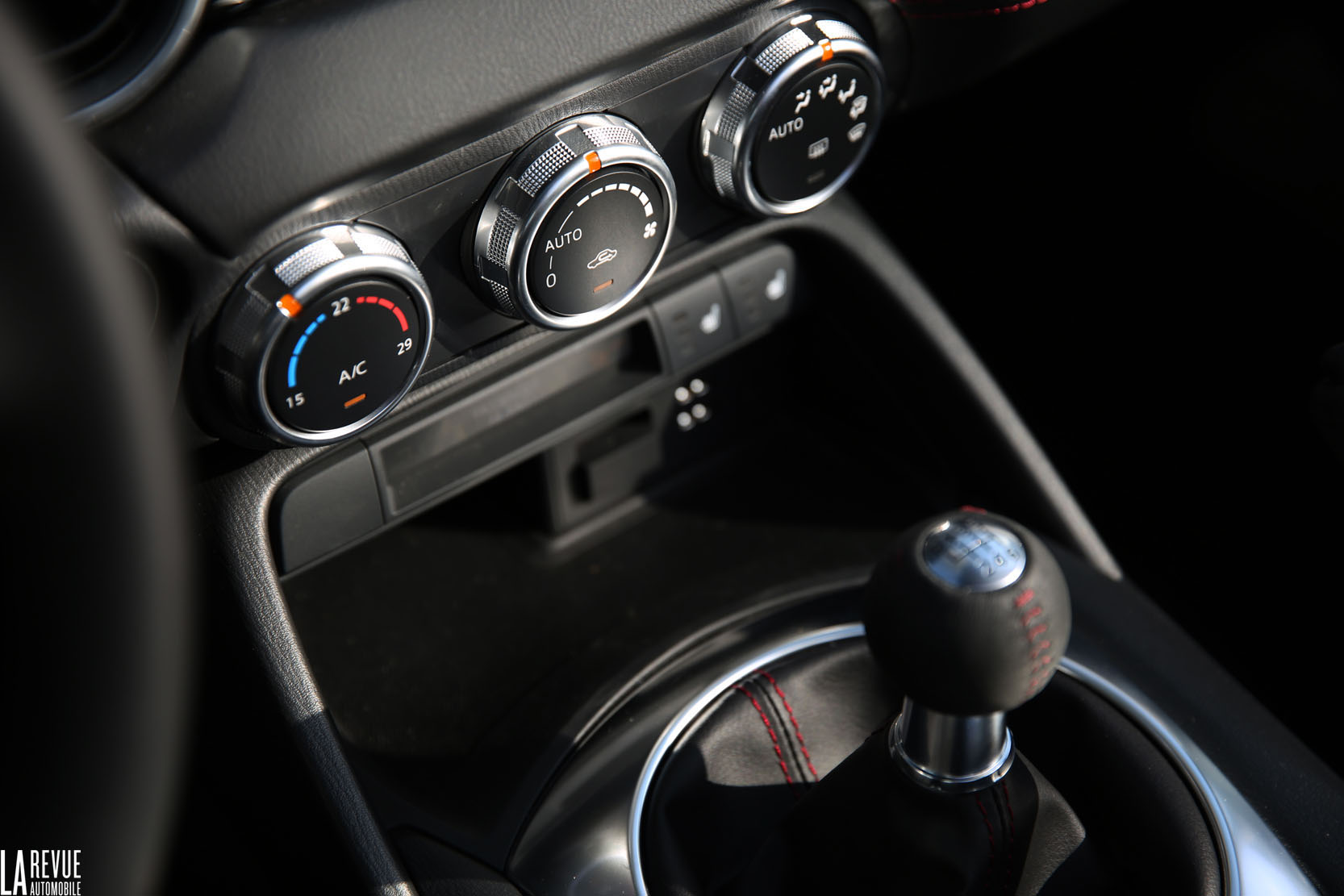 Interieur_Mazda-MX-5-2.0_35