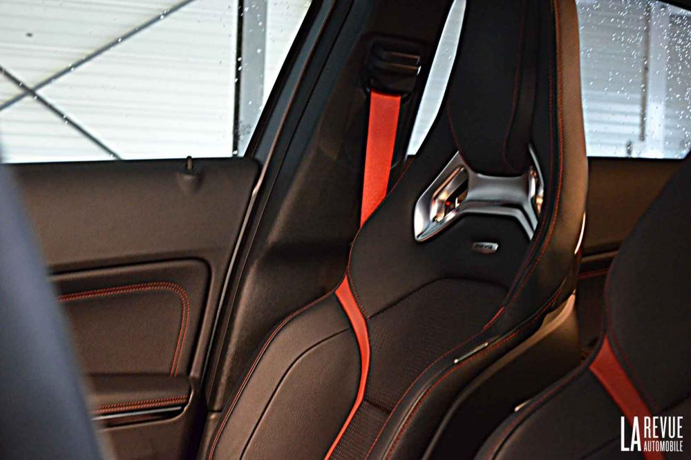 Interieur_Mercedes-A-45AMG-4MATIC_27