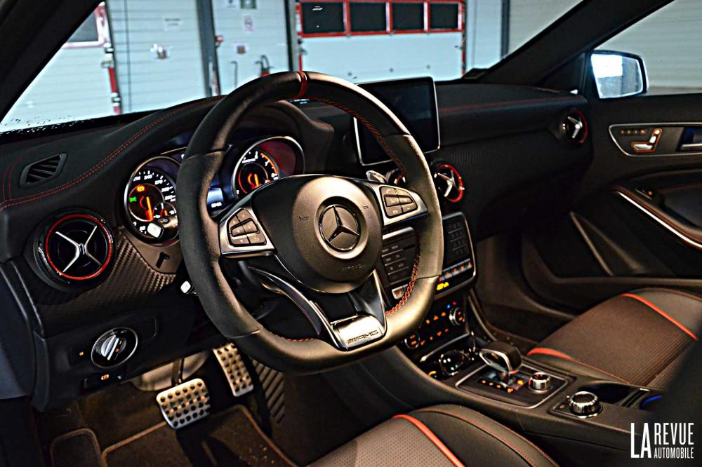 Interieur_Mercedes-A-45AMG-4MATIC_28