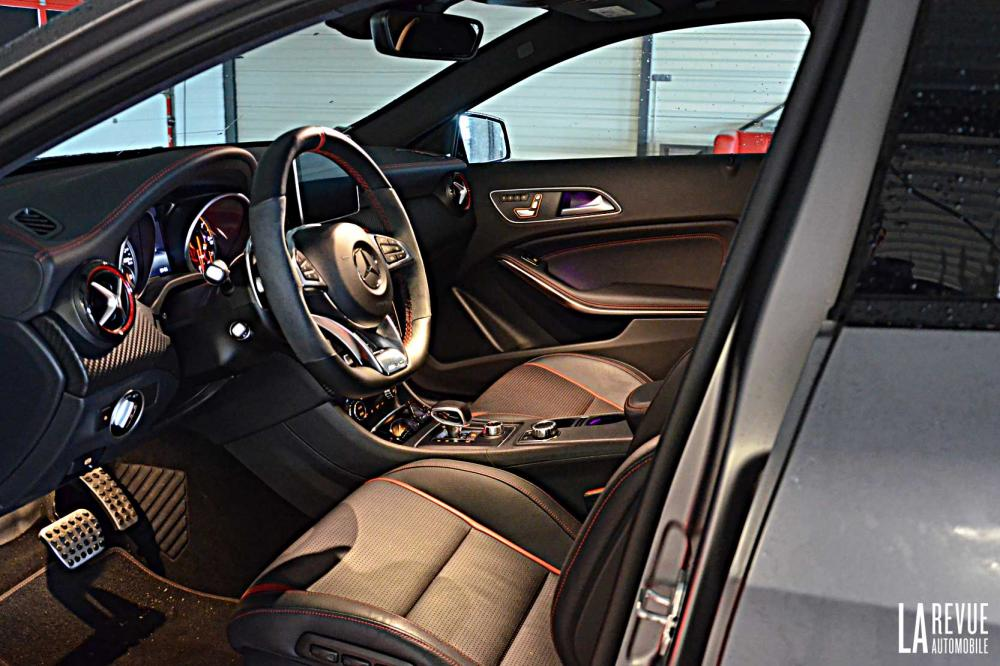 Interieur_Mercedes-A-45AMG-4MATIC_32