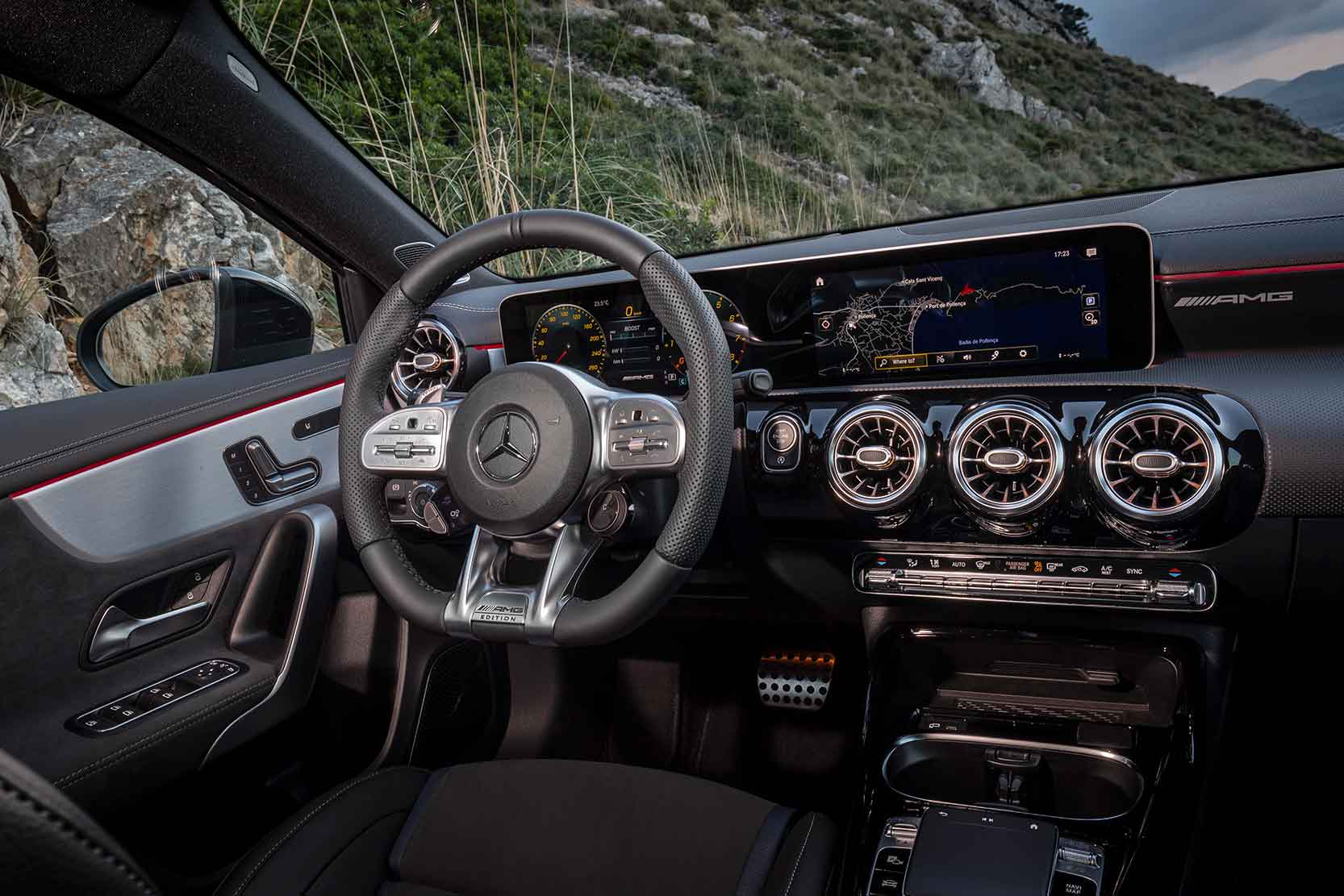 Interieur_Mercedes-AMG-A-35-4MATIC_13