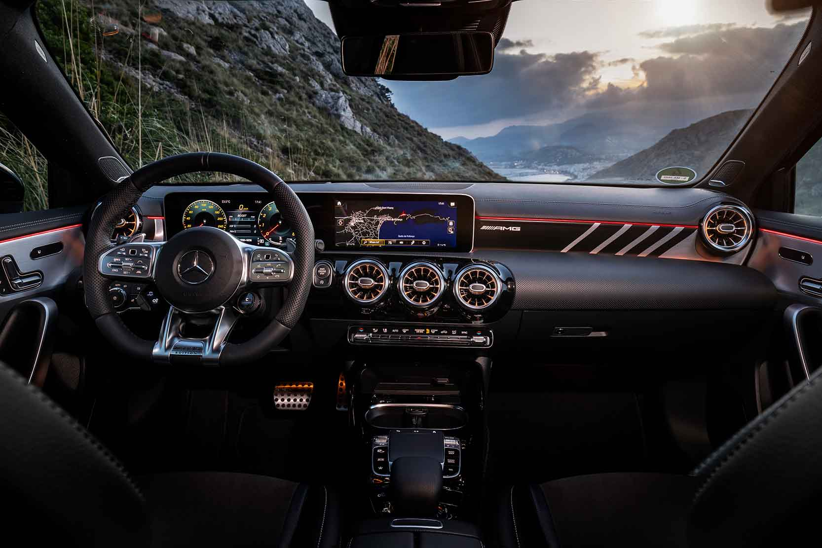 Interieur_Mercedes-AMG-A-35-4MATIC_15