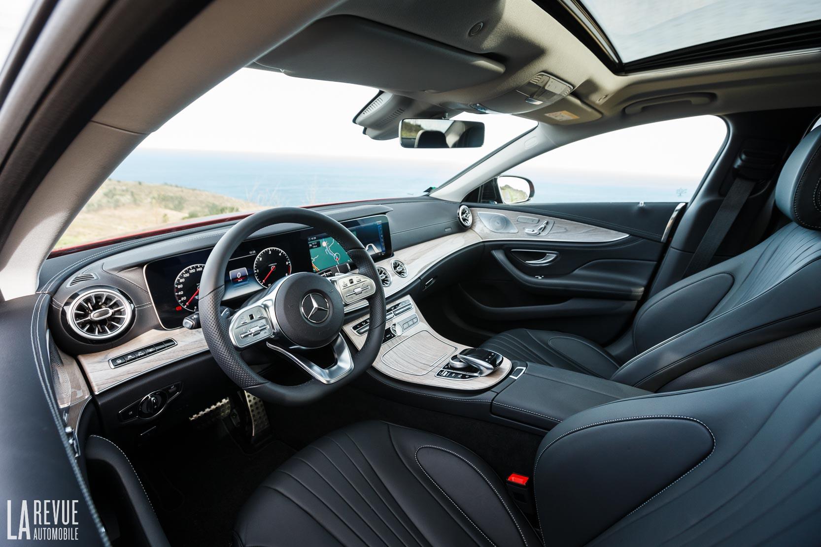 Habitacle, tableau de bord de la nouvelle Mercedes CLS