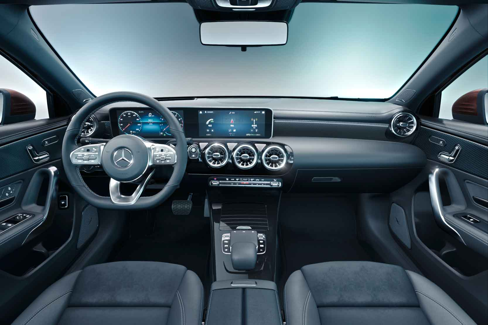 Interieur_Mercedes-Classe-A-L-Sedan_11