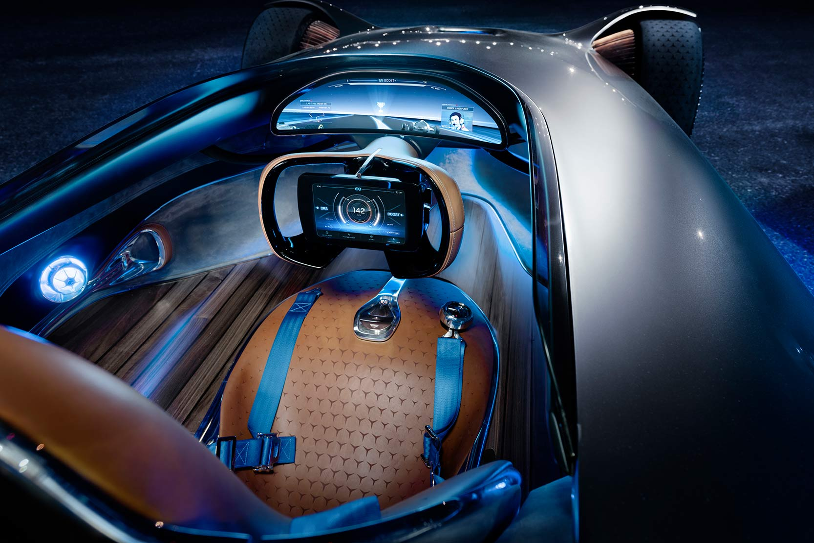 Interieur_Mercedes-Vision-EQ-Silver-Arrow-Concept_8