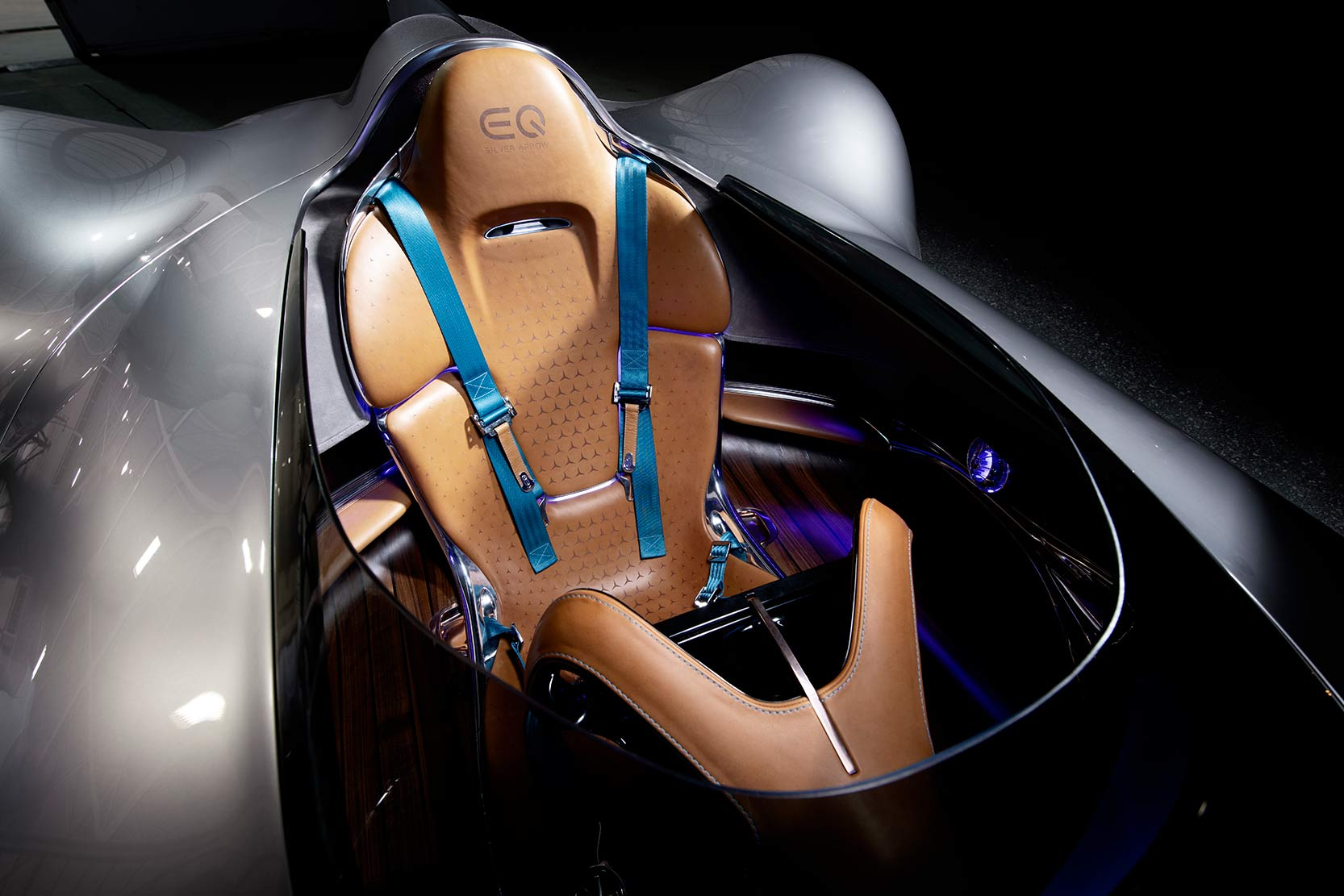 Interieur_Mercedes-Vision-EQ-Silver-Arrow-Concept_9