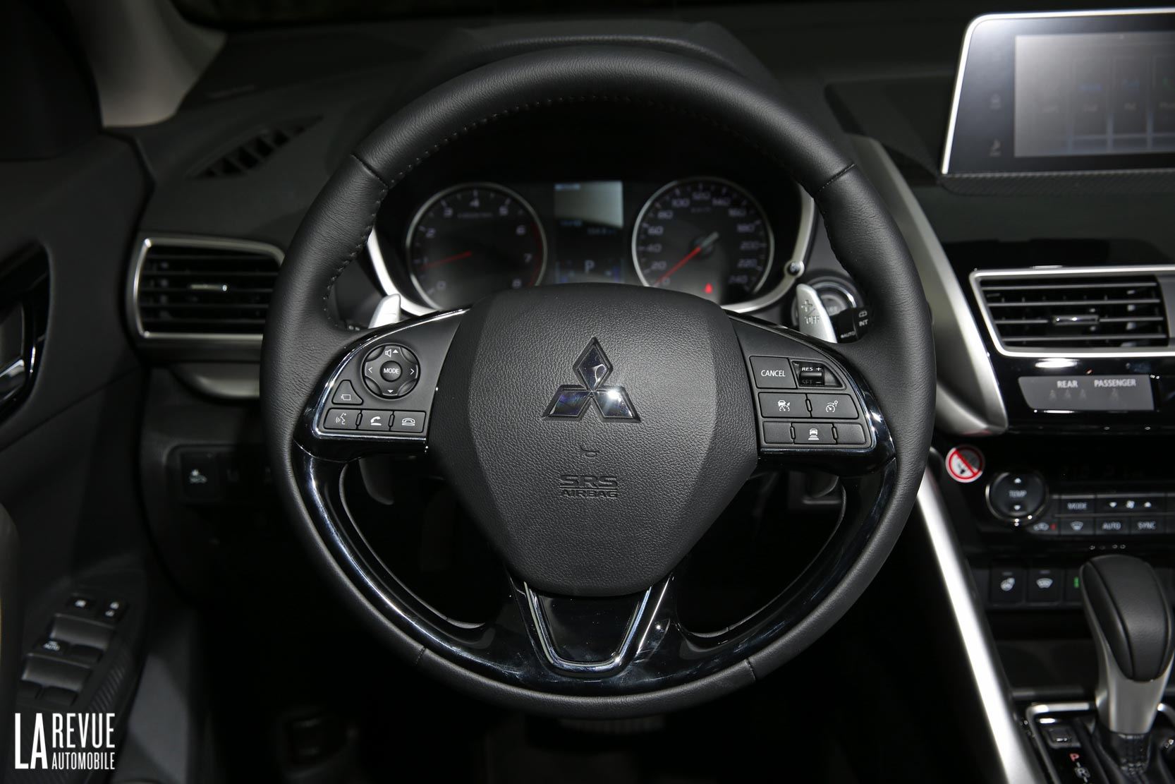 Interieur_Mitsubishi-Eclipse-Cross-1.5-CVT_57