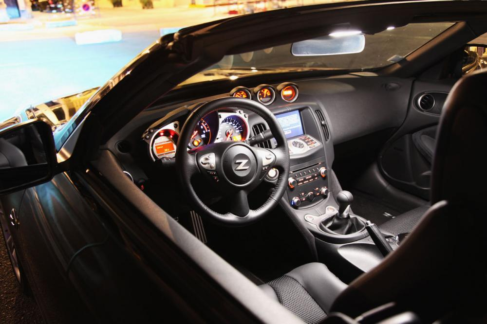 Interieur_Nissan-370Z-Roadster-Pack_26