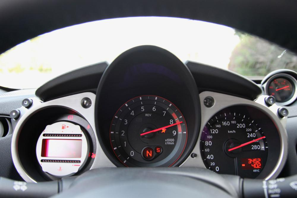 Interieur_Nissan-370Z-Roadster-Pack_23