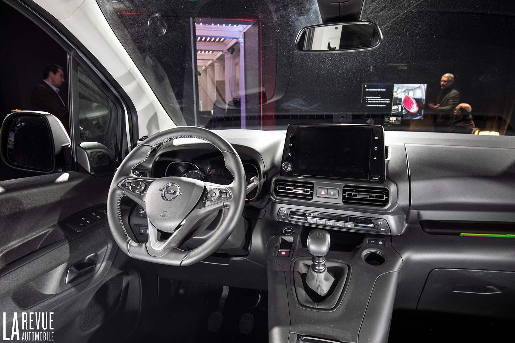 Interieur_Opel-Combo-Life-2018_12