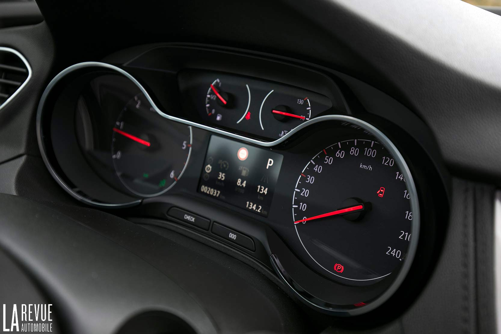 Interieur_Opel-Grandland-X-ULTIMATE-177ch-AT8_24
