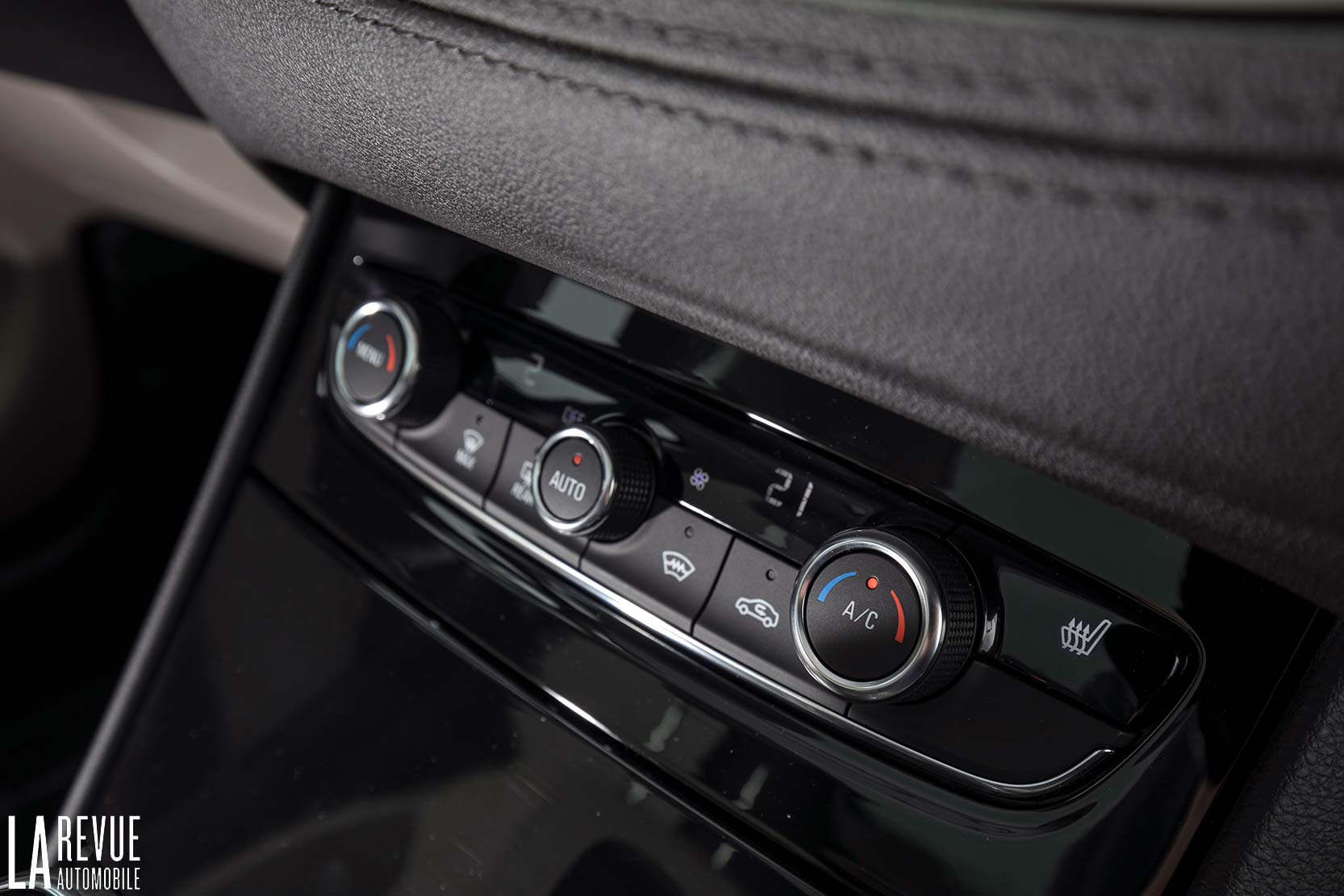 Interieur_Opel-Grandland-X-ULTIMATE-177ch-AT8_31
