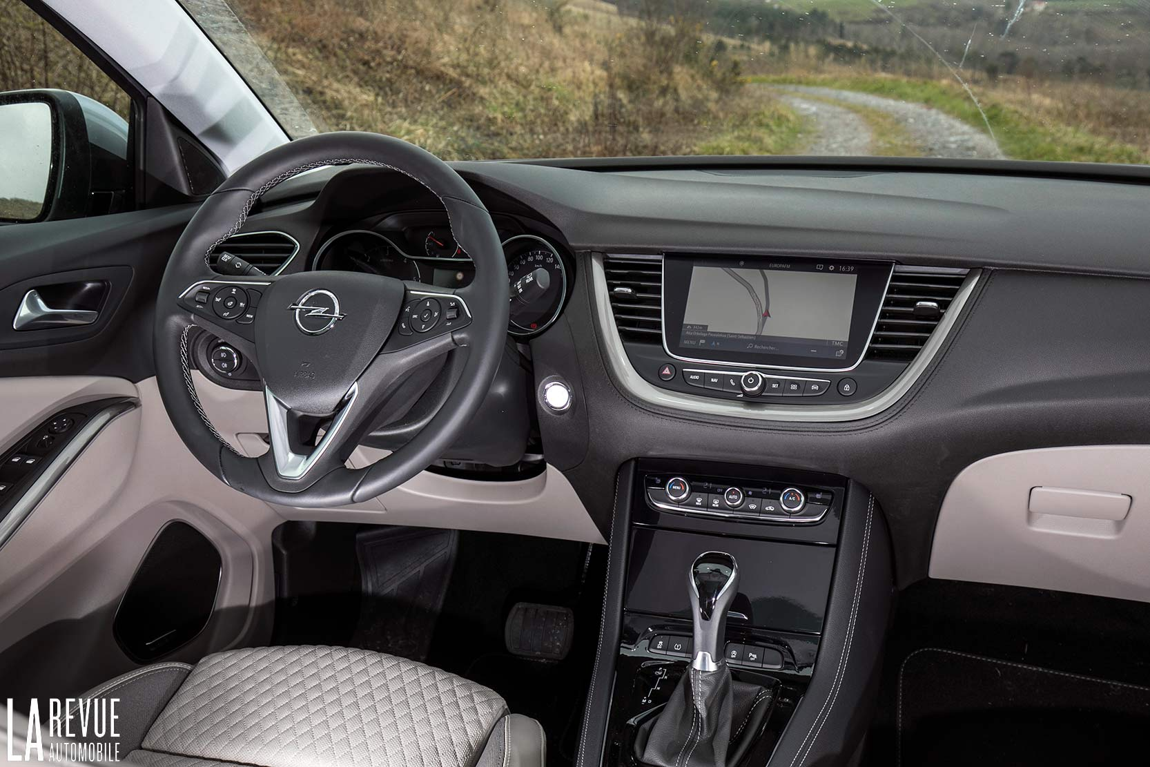 Interieur_Opel-Grandland-X-ULTIMATE-177ch-AT8_21