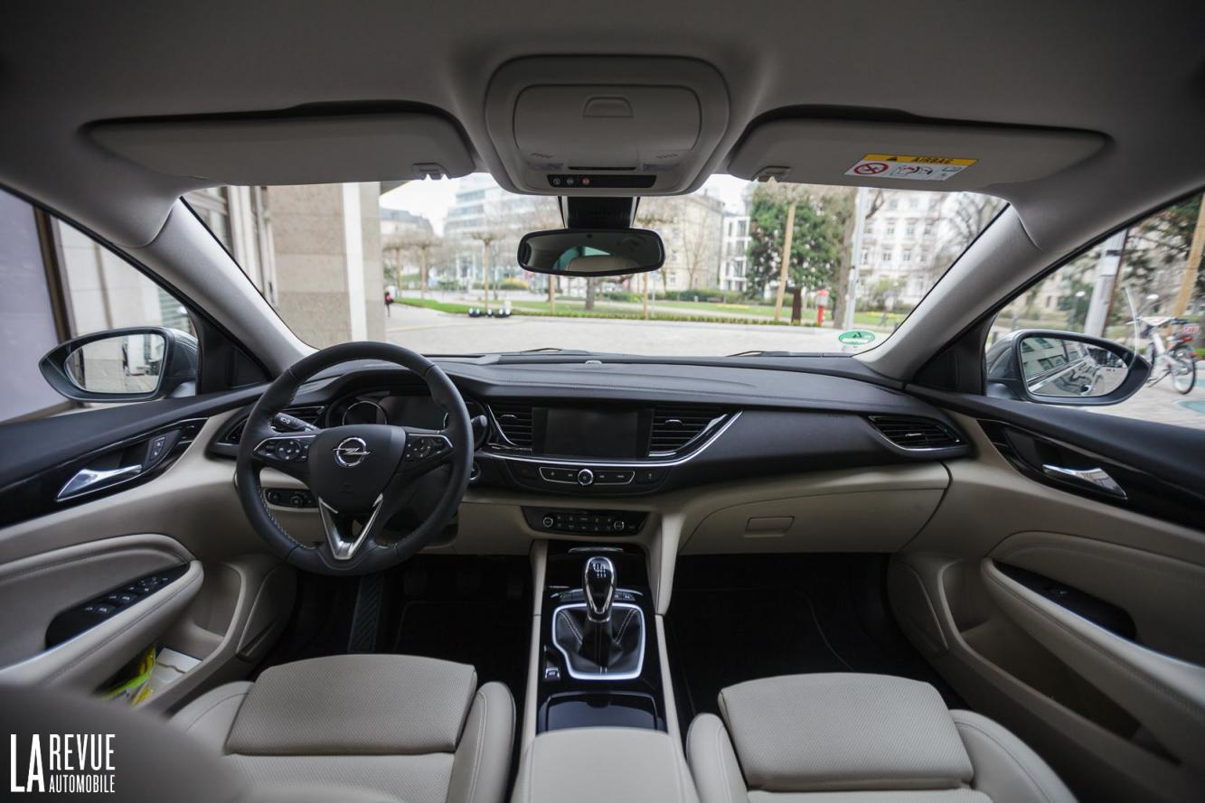 Interieur_Opel-Insignia-Grand-Sport-1.5-Turbo_30