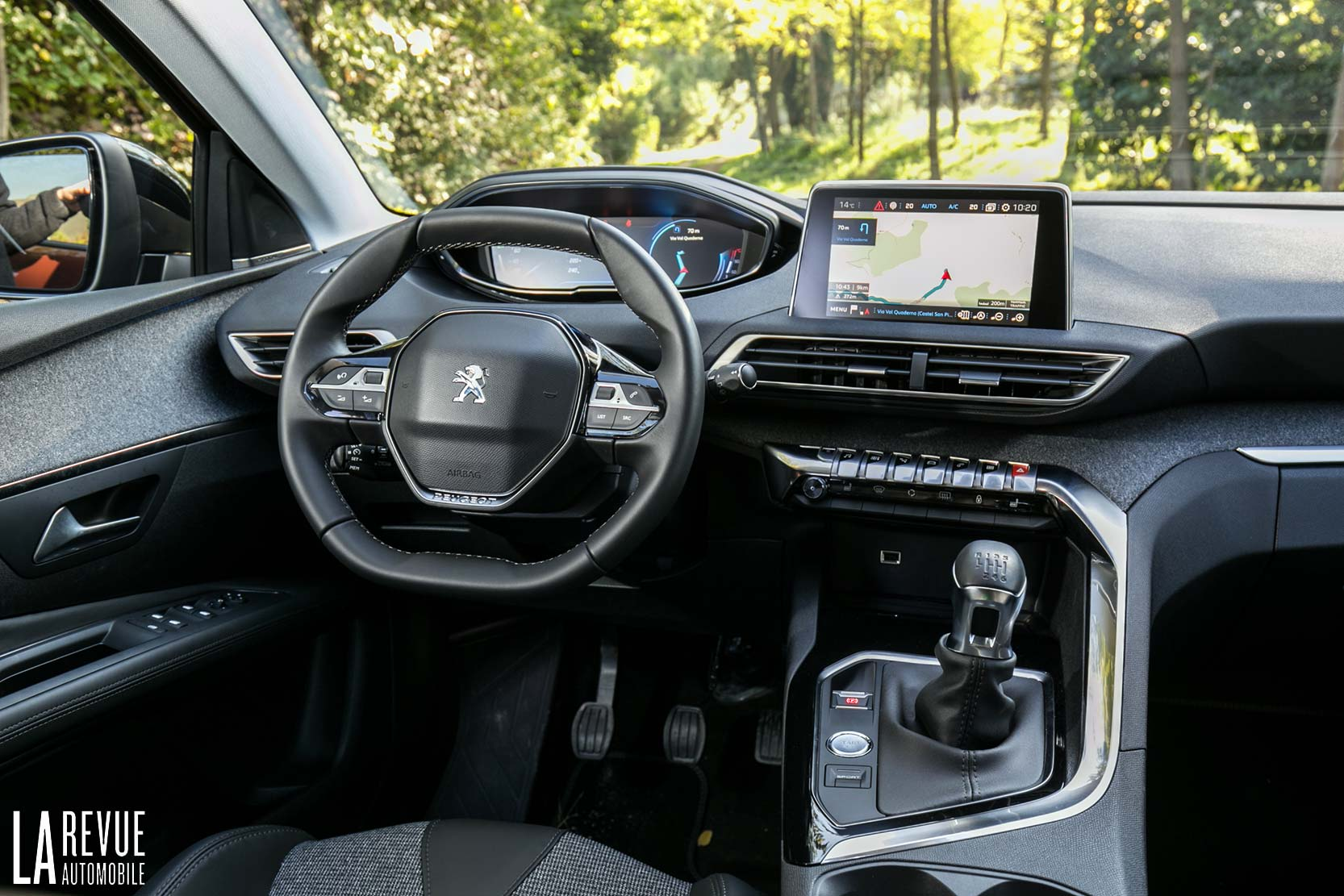 Interieur_Peugeot-3008-BlueHDi-120_17