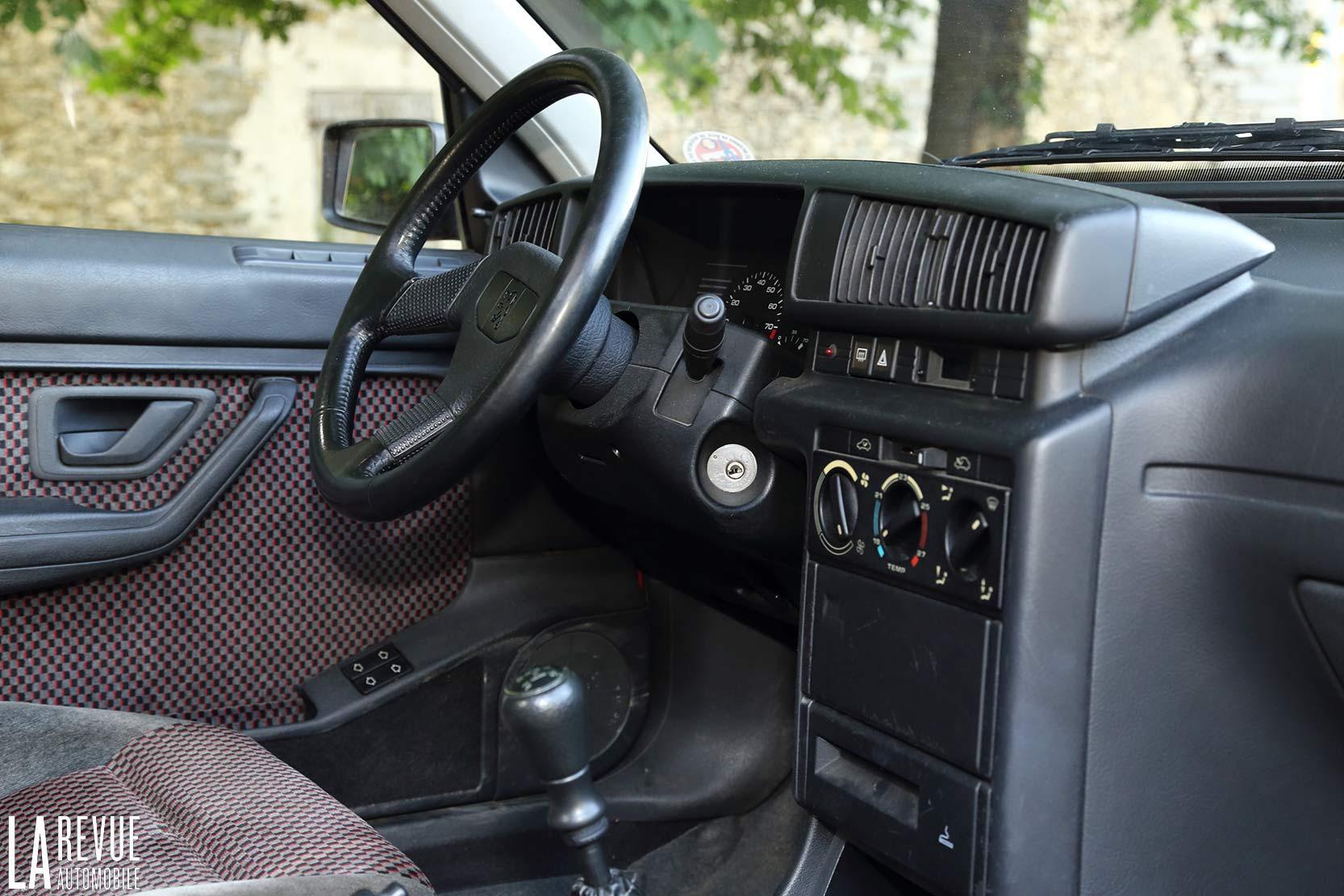 https://www.larevueautomobile.com/images/articles/Peugeot/405-MI16/Interieur/Peugeot_405_MI16_507.jpg