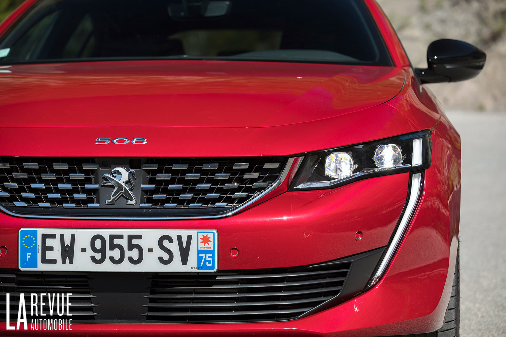 Calandre, Face avant de la nouvelle Peugeot 508 berline en finition GT
