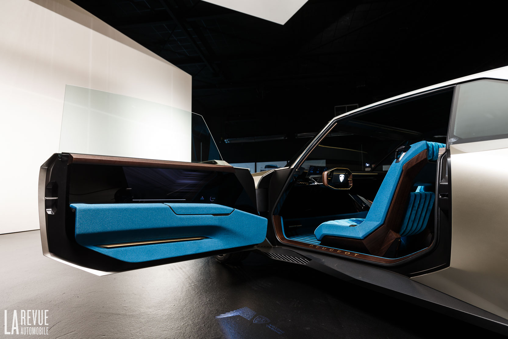 Interieur_Peugeot-e-Legend_45