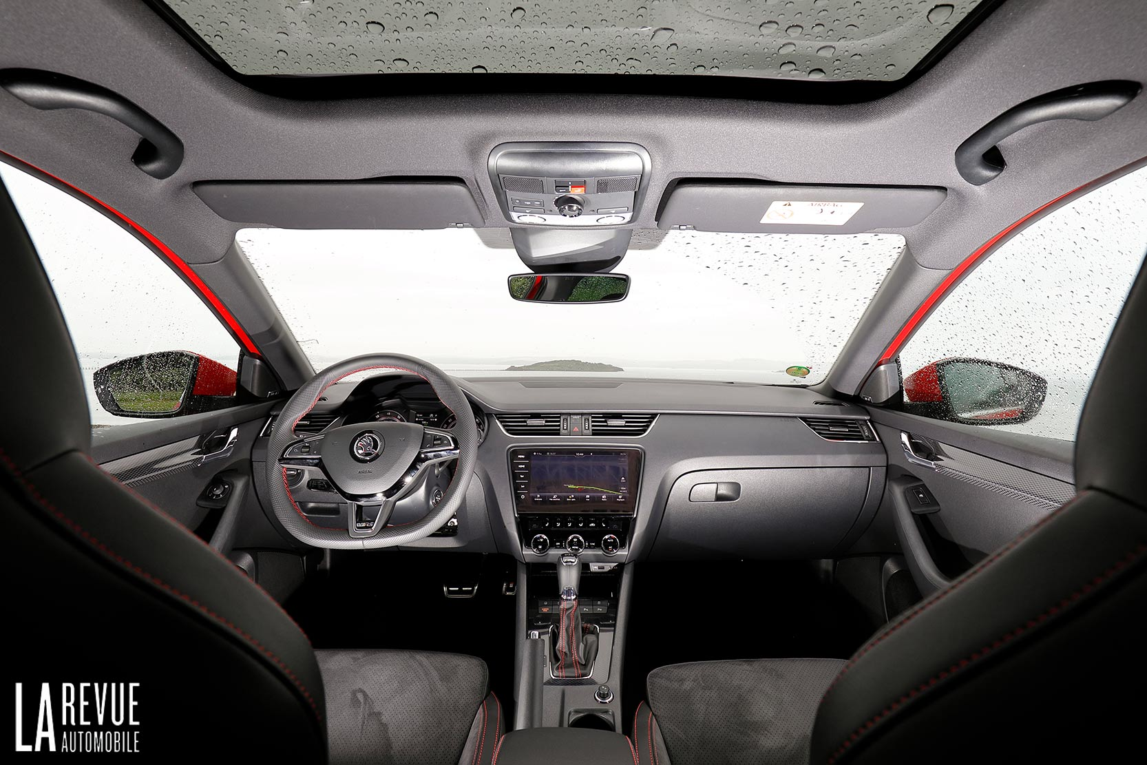 Interieur_Skoda-Otavia-RS-230_14