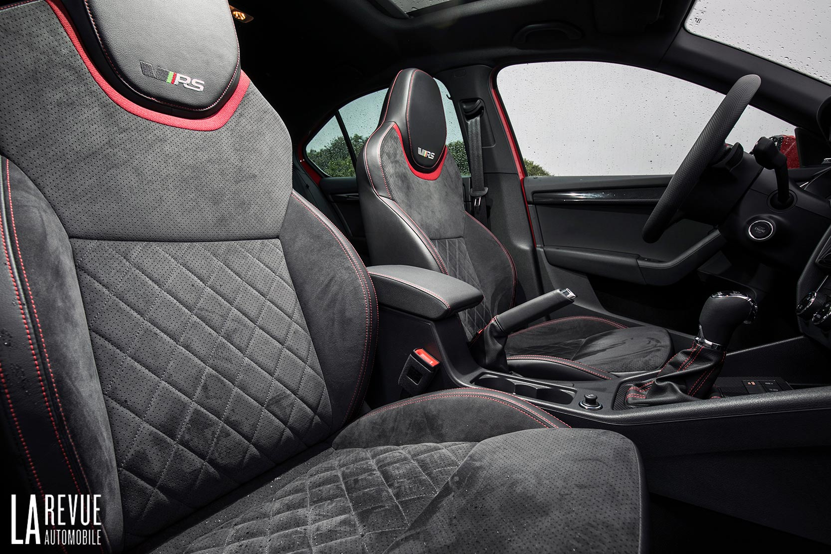 Interieur_Skoda-Otavia-RS-230_23