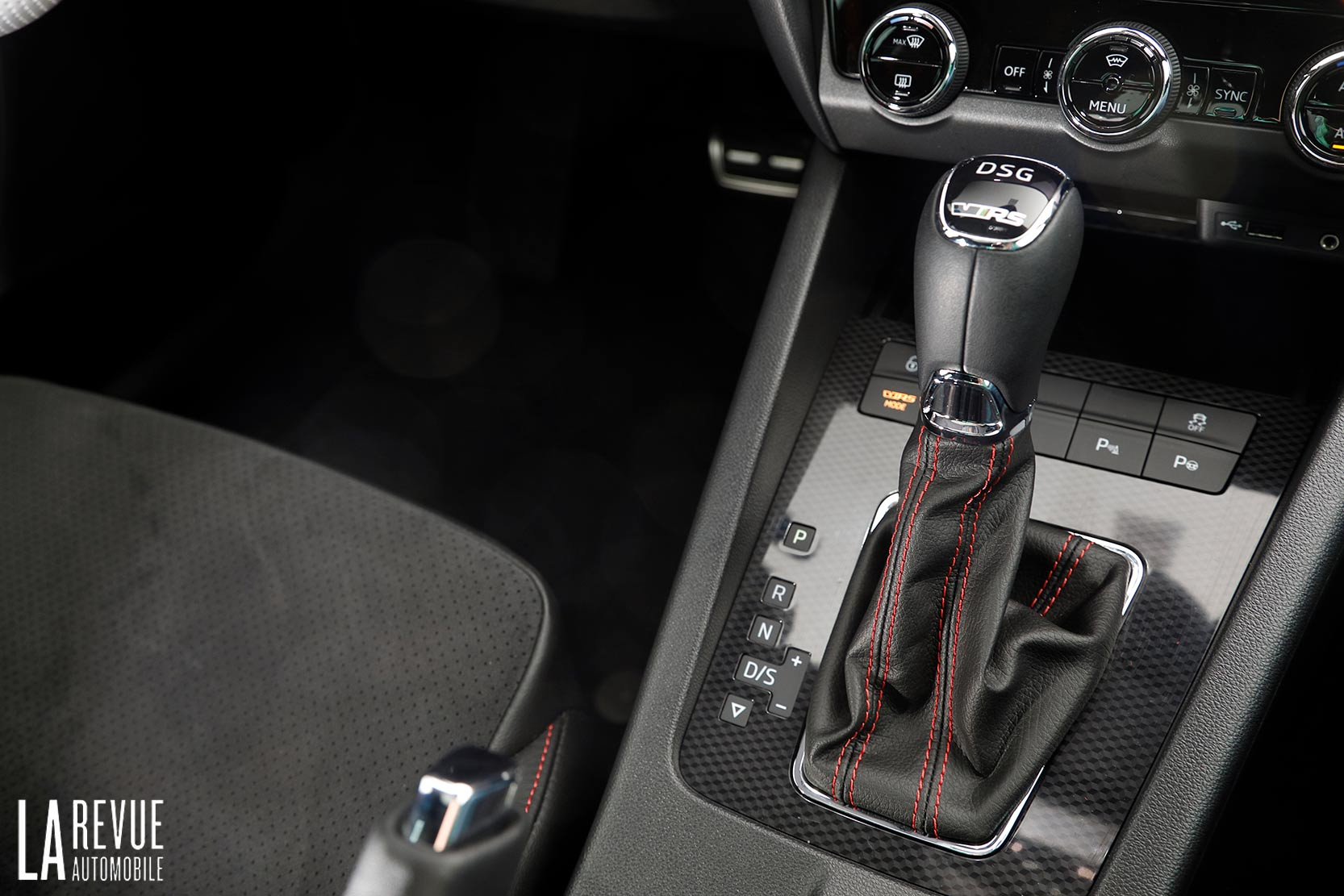 Interieur_Skoda-Otavia-RS-230_17