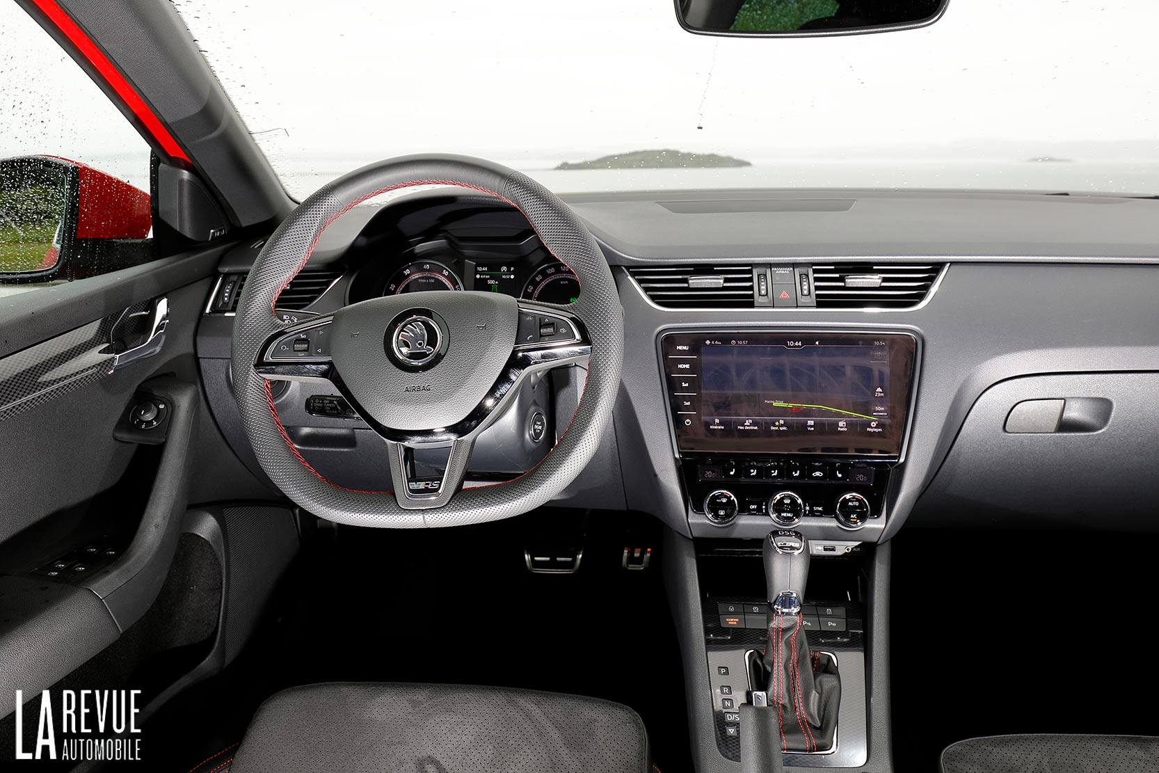 Interieur_Skoda-Otavia-RS-230_16